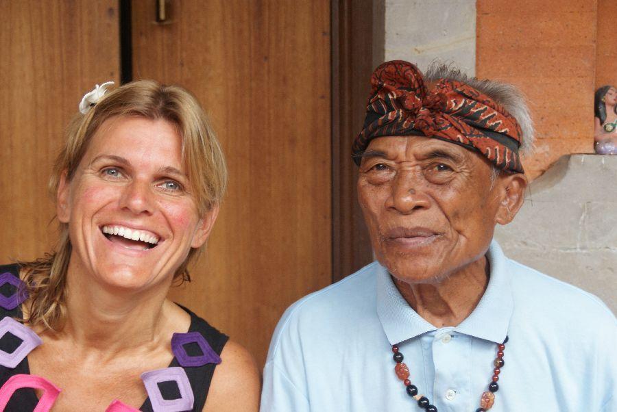 Ken je Ketut uit de film 'Eat, Pray, Love?' Hij maakt je vreselijk aan het lachen! Ubud, Bali.