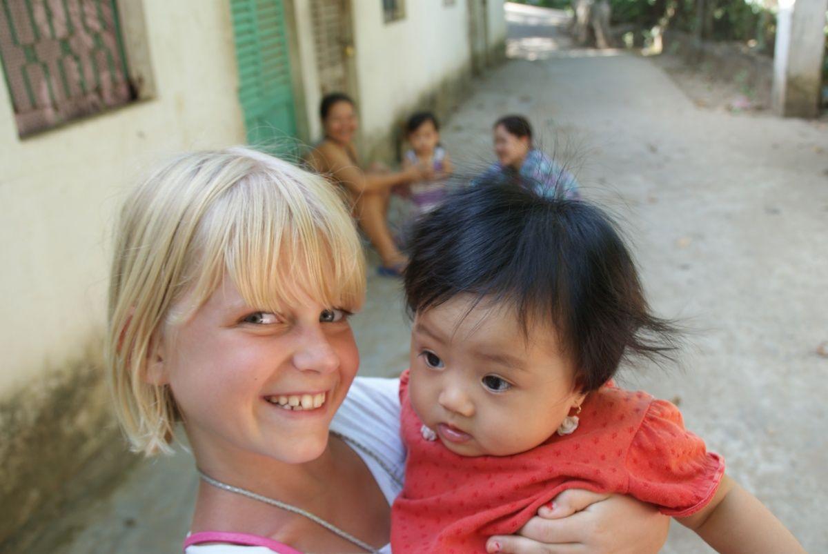 blonde dagmar met vietnamees kindje – Gewoon ervoor gaan!: www.gewoonervoorgaan.nl/boek-schrijven-website-maken/blonde-dagmar...